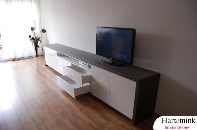 Hoogglans televisie meubel op maat.JPG