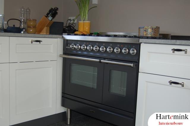 Zwart Keuken Fornuis : Keuken op maat laten maken borretti fornuis hartemink